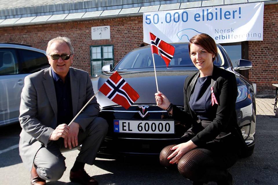 חגיגות הרכב החשמלי ה50,000 בנורבגיה - אפריל 2015